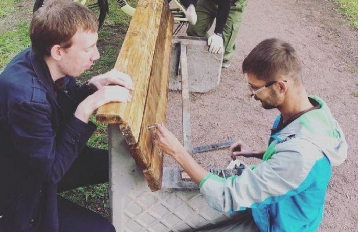 Жители Коломны поставили наПряжке первые скамейки