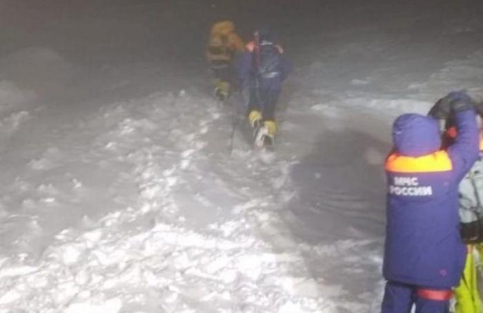 Спасатели всю ночь искали пропавшего наЭльбрусе петербуржца