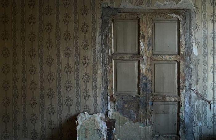 Петербурженка нашла вквартире старинные двери анфилады