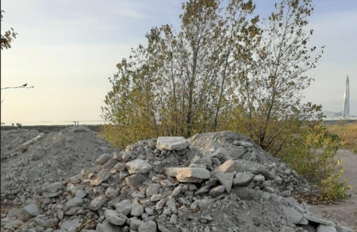 НаВасильевском острове заметили кучи строительного мусора
