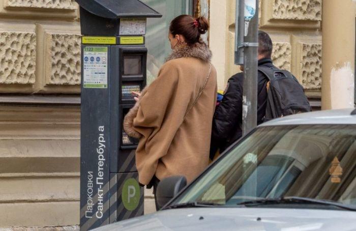 Вцентре Петербурга временно можно припарковаться бесплатно