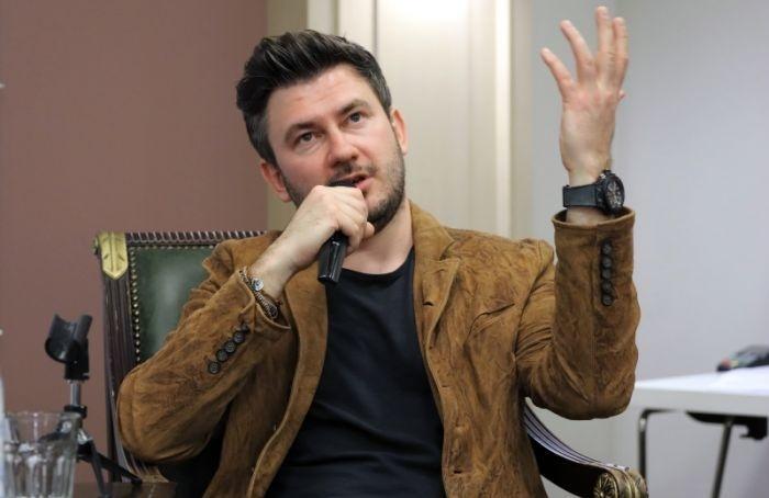 Дмитрий Глуховский осуждает культуру лжи изапретов вРоссии