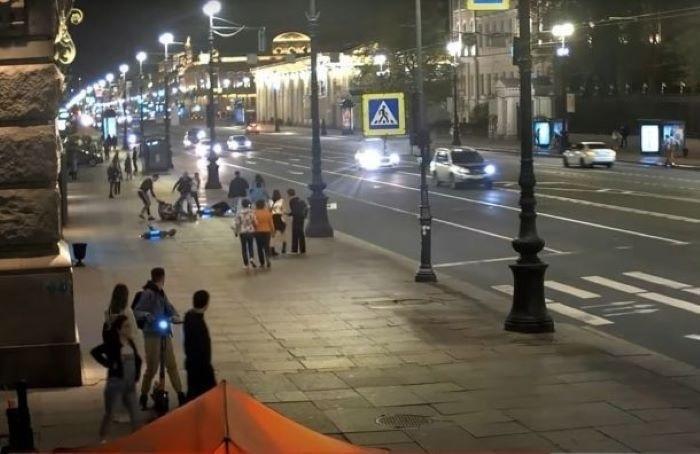 Дело самокатчиков, избивших мужчину наНевском проспекте, ушло всуд