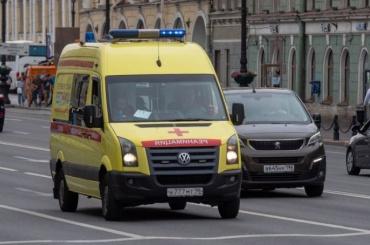 Автомобиль сбил двух девочек 12 и13 лет напроспекте Ветеранов