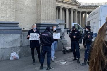 ВПетербурге задержали двух пикетчиков