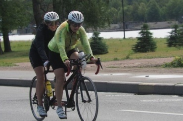 Среди велосипедистов проводят опрос отрассе наПолюстровском проспекте