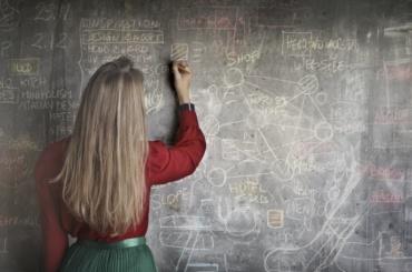 Учительнице биологии пришлось уволиться изшколы из-за блога осексе