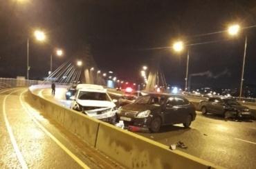 Из-за гололеда ночью вПетербурге произошло несколько массовых аварий