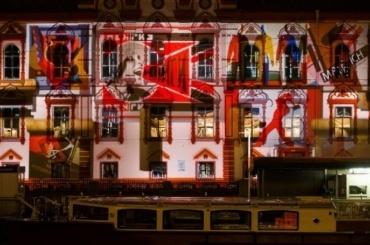 Библиотека имени Маяковского устроила световое шоу вчесть открытия после ремонта