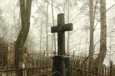 НаБогословском кладбище неизвестные повредили надгробия