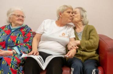 «Две бабушки, атретья— вподарок»
