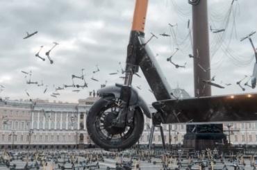 Центр города наводнили сотни самокатов— это новая работа петербургского художника