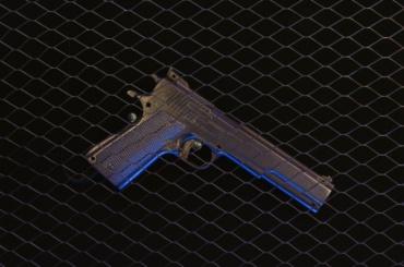 Школьник нашел пневматический пистолет ирешил пострелять
