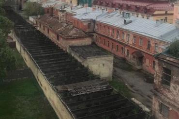 Один изфлигелей Воронцовского дворца начали сносить