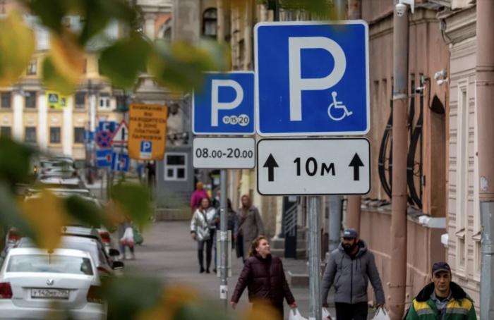 Завтра парковка вцентре Петербурга снова станет платной